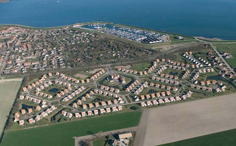 Luchtfoto Villapark Zeeland Village +jachthaven