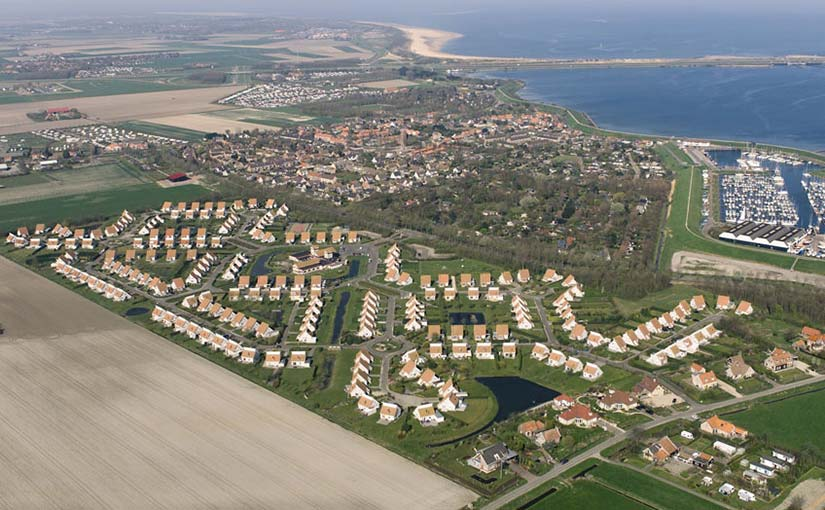 Luchtfoto Zeeland Village Scharendijke Brouwersdam